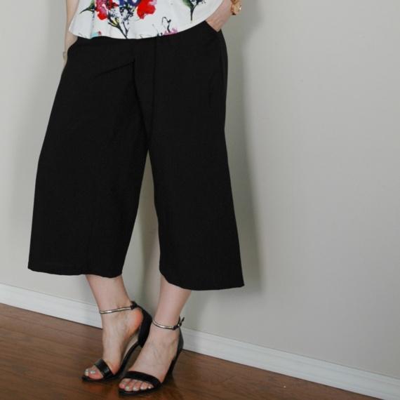 Exploring Cropped Wide-leg Pants